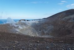 Vulcano海岛全部(窝)火山口在西西里岛附近的 库存照片