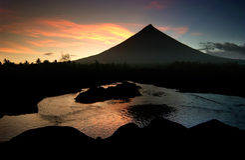 Vulcano ardente di Mayon Immagini Stock Libere da Diritti