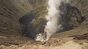 Vulcano attivo con un cratere Gunung Bromo, Jawa, Indonesia fotografie stock
