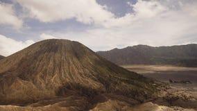 Vulcano con il cratere Jawa, Indonesia Fotografia Stock Libera da Diritti