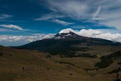 Vulcano del covere della neve Fotografia Stock