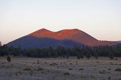 Vulcano del cratere di tramonto Fotografia Stock Libera da Diritti