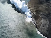 vulcano di eruzione fotografia stock