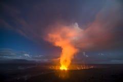 Vulcano di Kilauea alla notte Fotografie Stock