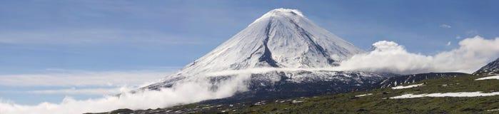 Vulcano di Kluchevskoy. Fotografia Stock
