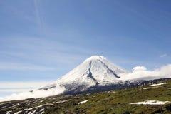 Vulcano di Kluchevskoy. fotografie stock