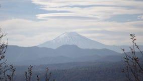 Vulcano di Lonquimay dal parco di Conguillio Fotografia Stock