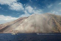 Vulcano di Stromboli in Italia fotografia stock