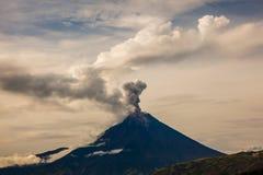 Vulcano di Tungurahua fotografie stock