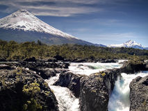 Vulcano e cascate Immagine Stock Libera da Diritti