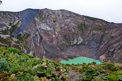 Vulcano Irazu con el lago verde foto de archivo libre de regalías