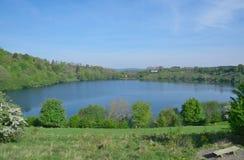 Vulcano Jeziorny Weinfelder Maar, Eifel, Niemcy Zdjęcia Royalty Free