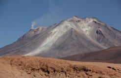 Vulcano sul boliviano Altiplano immagine stock libera da diritti