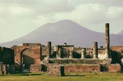 Vulcano Vesuvio visto de las ruinas de Pompeya Fotografía de archivo libre de regalías
