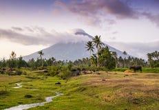 Vulcano zet Mayon in de Filippijnen op royalty-vrije stock fotografie