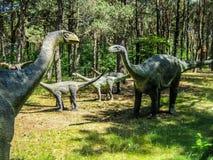 Vulcanodon Sauropods in het bos, kudde van sauropods royalty-vrije stock foto
