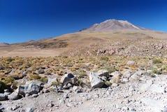 Vulkaan in de Boliviaanse woestijn Stock Foto