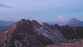 Vulkaan in de vroege ochtend stock footage