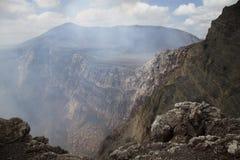 Vulkaan en het gat stock fotografie