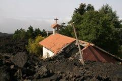 Vulkaan van Etna, desctructed kerk Royalty-vrije Stock Foto's