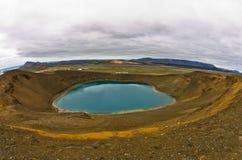 Vulkaankrater Viti met meer binnen bij het vulkanische gebied van Krafla Stock Afbeelding