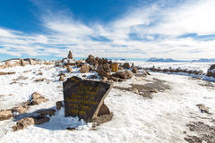 Vulkan. Anderna, väg Cusco- Puno, Peru, Sydamerika. 4910 M över. Den längsta kontinentala bergskedjan i världen Royaltyfri Foto