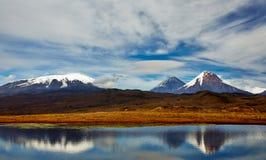 Vulkan av Kamchatka, Ryssland fotografering för bildbyråer