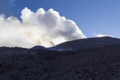 vulkan för anakutbrottindonesia krakatau Arkivbild