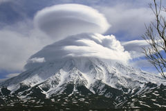 Vulkan i houven Arkivfoton