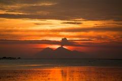 Vulkan i Sumbawa Arkivbild