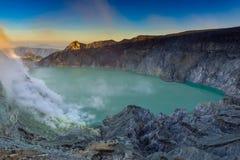 Vulkan Kawah Ijen auf Java stockbilder