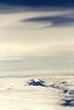 Vulkan mit Schnee und Wolken Stockfotografie