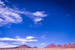 Vulkane im Altiplano in Süd-Bolivien nahe der Grenze nach Chile lizenzfreie stockfotos