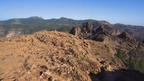 Vulkanisch berglandschap in Roque-de Canarische Eilanden van nublogran canaria, Spanje stock video
