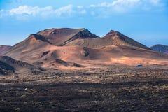 Vulkanisch landschap bij Timanfaya Nationaal Park, Lanzarote Eiland, Stock Foto's