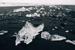 Vulkanisch zandstrand van de Noord-Atlantische Oceaan, IJsland royalty-vrije stock foto