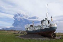 Vulkanische Abbildung, Boot betriebsbereit zur Flut von Noha Lizenzfreies Stockfoto