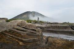 Vulkanische Asche der Schicht als Sandboden des Bergs Bromo stockfotografie