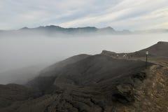 Vulkanische Asche der Schicht als Sandboden des Bergs Bromo stockbilder