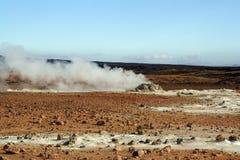 Vulkanische dampen op lavagebied stock foto's