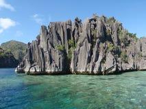 Vulkanische Felsen in der Coron Insel Stockbilder