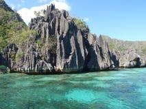 Vulkanische Felsen in der Coron Insel Lizenzfreie Stockfotos