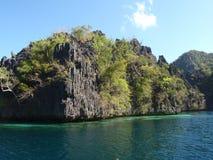 Vulkanische Felsen in der Coron Insel Stockfotografie