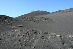 Vulkanische grond en hemel op de bovenkant van de Berg van Etna Stock Foto's