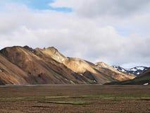 Vulkanische Hügel Landmannalaugar im Hintergrund lizenzfreies stockfoto