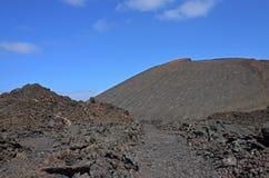Vulkanische kegel in het Nationale Park van Timanfaya Stock Foto's