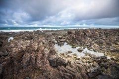 Vulkanische kustlijn van Lanzarote, Canarische Eilanden, Spanje royalty-vrije stock foto's