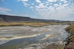 Vulkanische Landschaften am See Magadi, Kenia lizenzfreie stockfotos