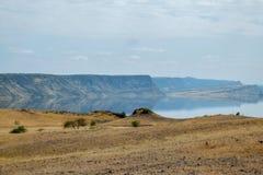 Vulkanische Landschaften am See Magadi, Kenia lizenzfreie stockbilder