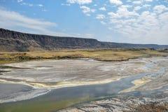 Vulkanische landschappen bij Meer Magadi, Kenia stock foto's